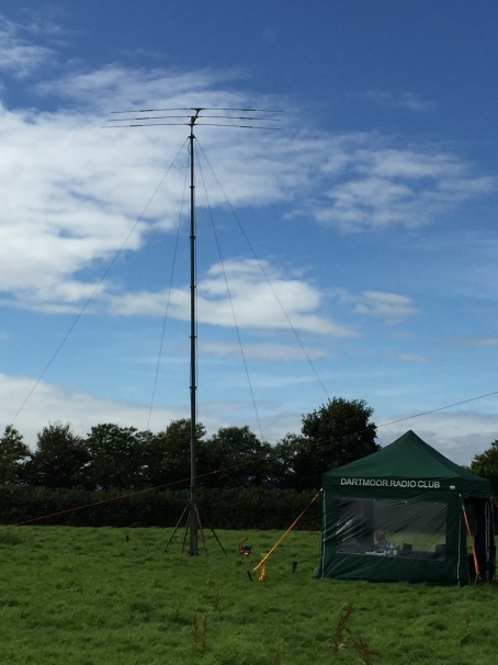 The big mast is up !