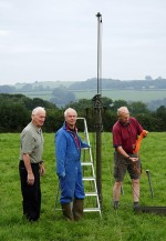 The small mast on its way up...